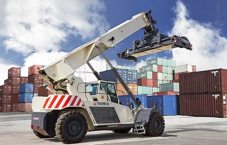 Chariot Terex porte container
